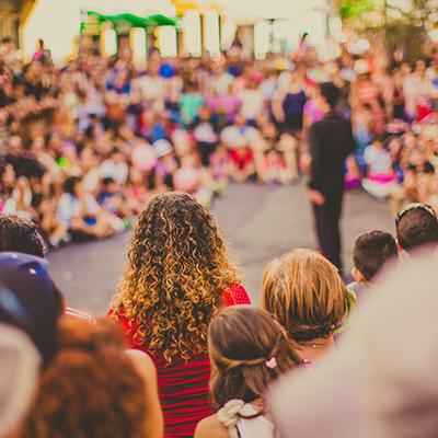 4 Tips Biar Kamu Bisa Di-Notice Bias Pas Konser dan Fanmeeting
